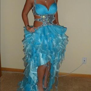 Gorgeous gently used prom dress! 👗 😍